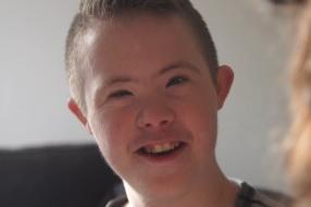 Ayden (16) zit na jarenlange strijd eindelijk op de goede school